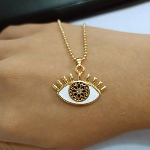 Jewelry - 🆕 Gold Eye pendant necklace